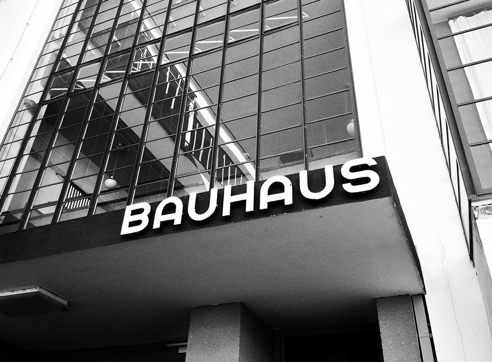 Der Eingang des Bauhauses Dessau